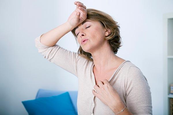 Безопасно пережить климакс поможет Клеверол. Устранить симптомы менопаузы, сохранить здоровье и красоту - со всем этим справятся фитоэстрогены в препарате