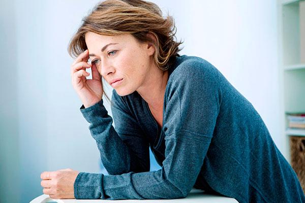 Менопауза - это не самый приятный период жизни, но и не приговор. Пережить климакс достаточно легко, если знать как бороться с симптомами этого состояния