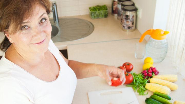 Здоровое питание в период менопаузы очень важная составляющая. Климакс серьезно влияет на изменения в организме. Правильная диета поможет пережить симптомы