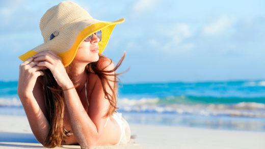 Бронзовый загар - это не только красиво, но и вредно. Пять минут на солнце и уже существует риск того, что кожа покроется пигментными пятнами. Полезные советы внутри