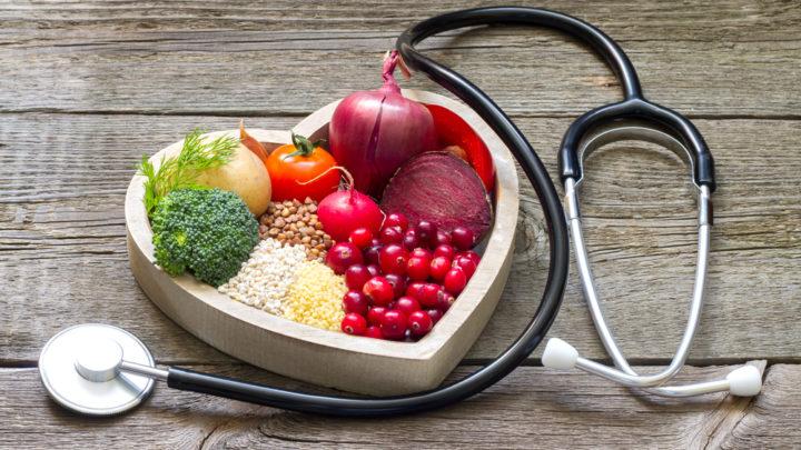 Полезное питание основа борьбы со старением. Молочные продукты, рыба, ягоды и овсянка могут оказать посильную помощь, если климакс протекает с осложнениями