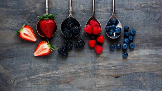 Климакс у женщины вызывает изменения в организме. Гормоны уменьшаются в количестве, есть риск развития заболеваний. Витамины и ягоды - спасение.