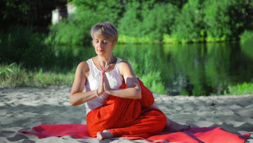 Йога приводит в порядок нервы, правильное дыхание поможет улучшить самочувствие. Бессонница, усталость уйдут очень быстро. Полезные советы по занятиям йогой внутри