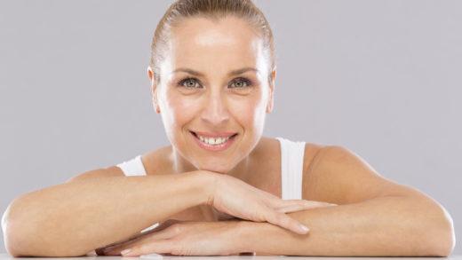 Спортивный образ жизни помогает пережить многие симптомы климакса. Уход за лицом с помощью фитнеса поможет сохранить молодость и красоту кожи