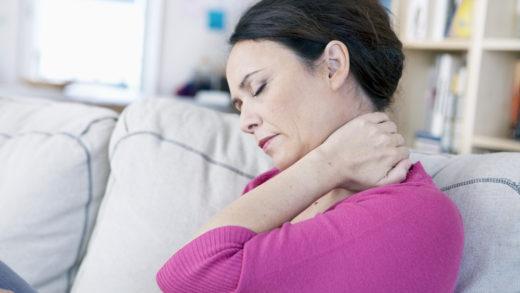 Остеохондроз встречается у каждого третьего, достигшего возраста 40 лет. Это не означает, что в  раннем возрасте остеохондроз не опасен. Так что же это такое?