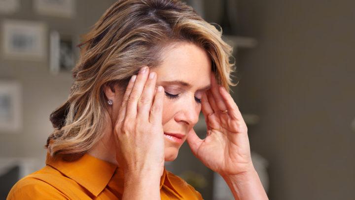 Для этого, чтобы избежать мучительных состояний, сопровождаемых головными болями, слабостью и пр., необходимо корректировать свой гормональный фон.